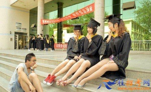 各国搞怪毕业照大PK 日本